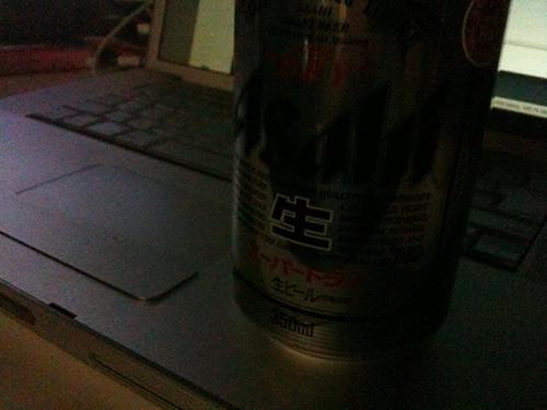 F−07B vs iPhone 3GS。暗い所で撮った写真を比べてみた