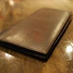 国産ブランドFAROは、職人が極限まで薄く仕立てた財布