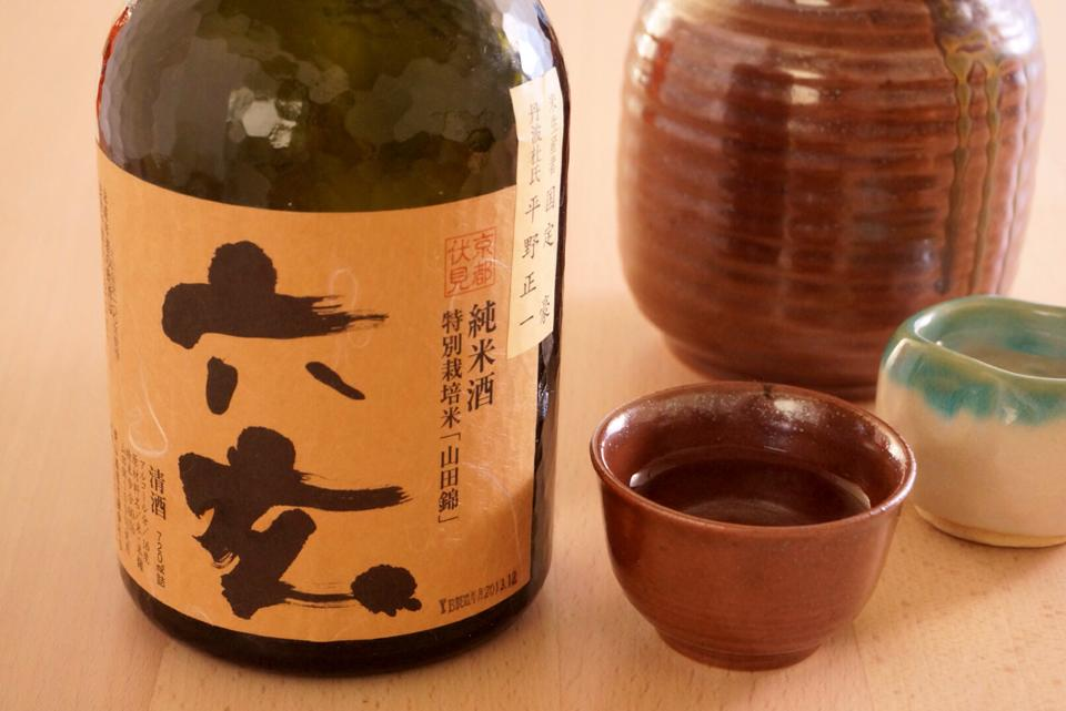 日本酒の定期購入サービス「SAKELIFE」から美味そうな日本酒が届いたので家族旅行に持っていって父と父と飲みました。